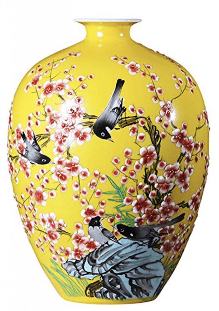 Jarrón chino amarillo con pájaros y cuello estrecho