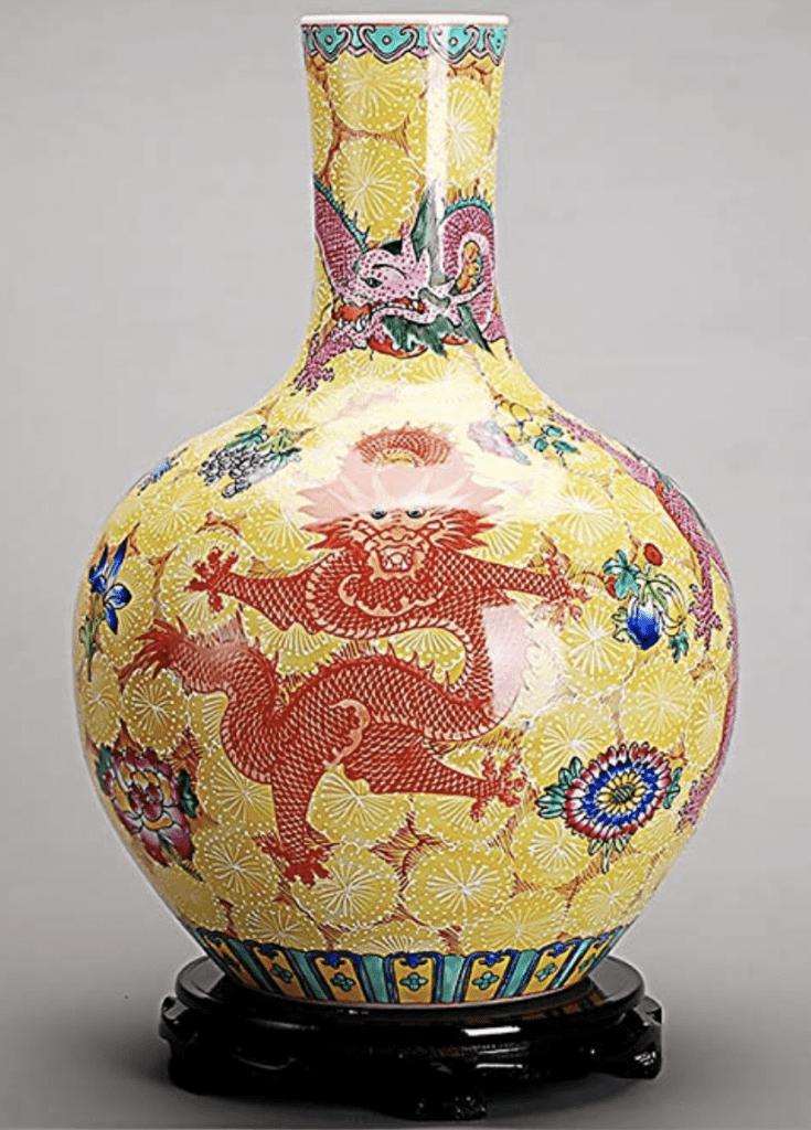 Jarrón Chino amarillo con dragón rojo y cuello fino