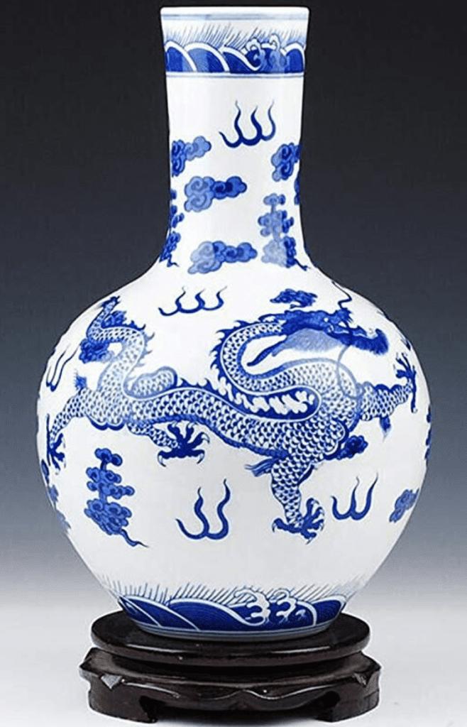Jarrón chino de dragon azul y blanco y de cuello fino